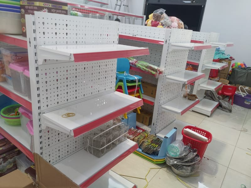 Hiện trạng kệ siêu thị tôn đục lỗ được chúng tôi lắp tại quận Hải Châu - Đà Nẵng
