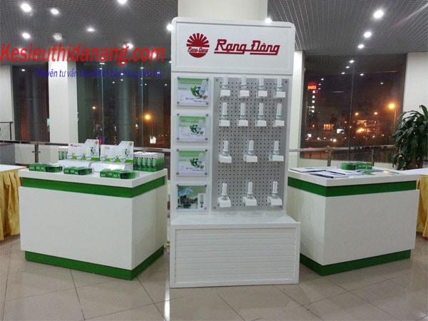 Kệ siêu thị trưng bày bóng đèn
