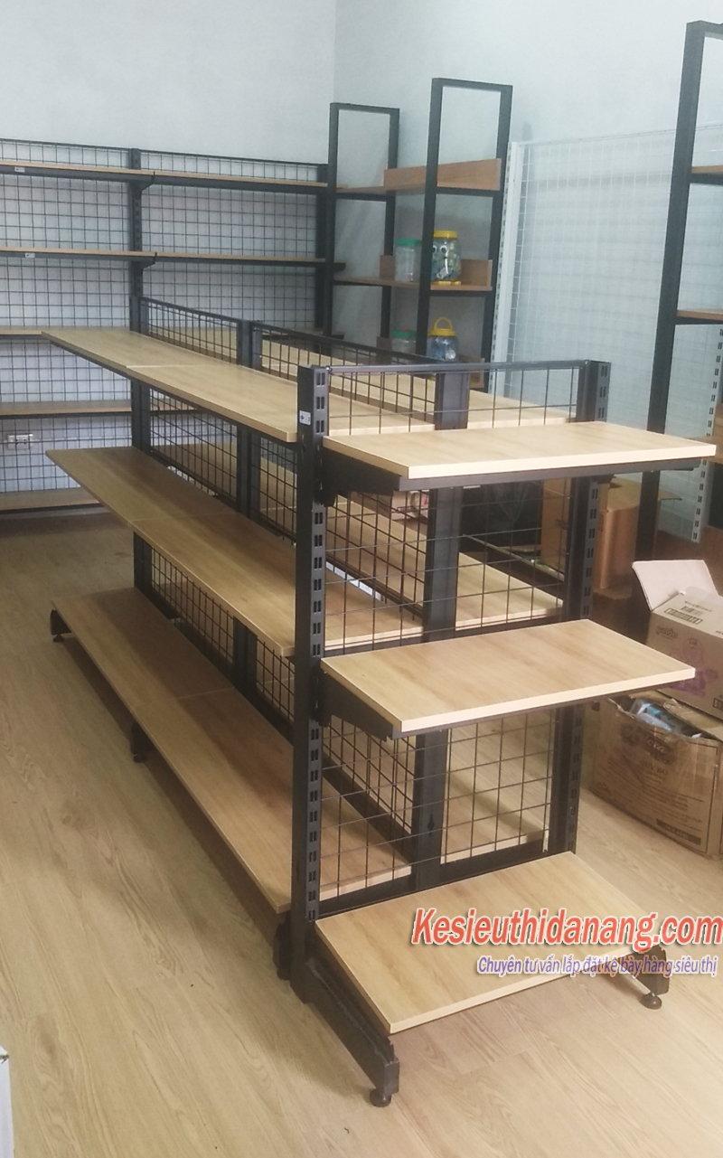 kệ gỗ siêu thị tôn lưới