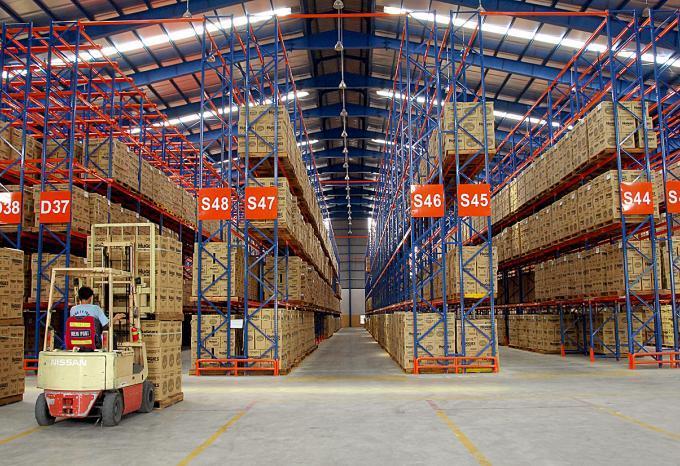 Kệ hạng nặng có thể chứa được lượng hàng hóa lớn và trọng tải hàng hóa nặng