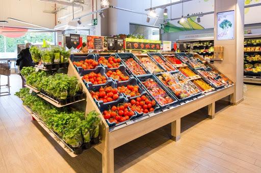 Hình ảnh kệ rau củ quả tại siêu thị