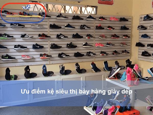 Ưu điểm kệ siêu thị bày hàng giày dép